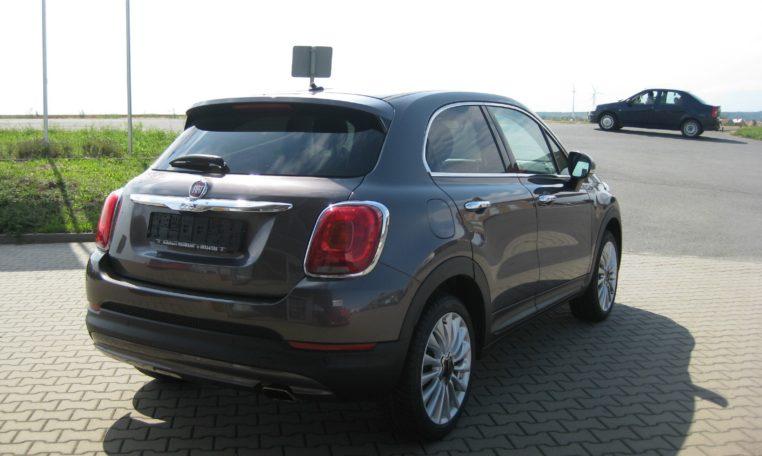 Fiat 500X Lounge Magnetico Bronze Ansicht hinten rechts