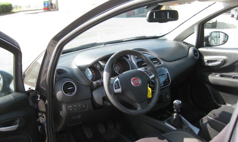 Fiat Punto Lounge grau Ansicht von innen
