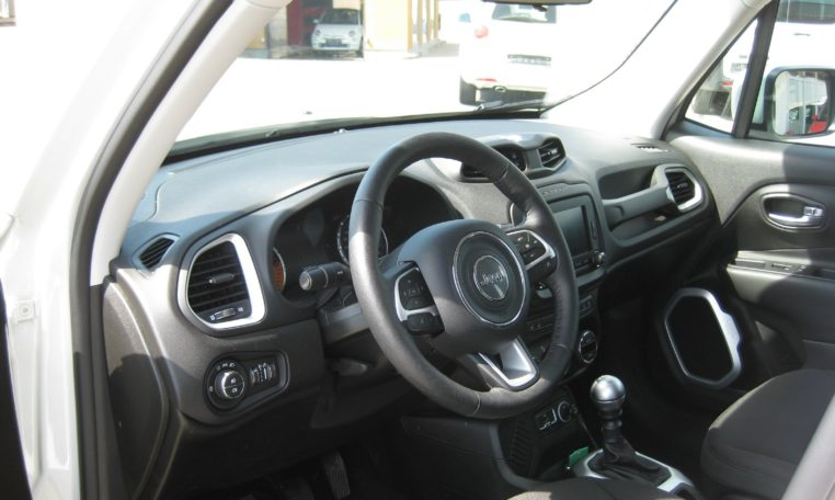Jeep Renegade weiß Ansicht von innen