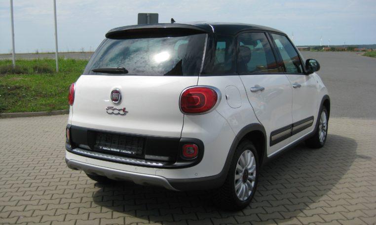 Fiat 500L Trekking weiß Ansicht hinten rechts