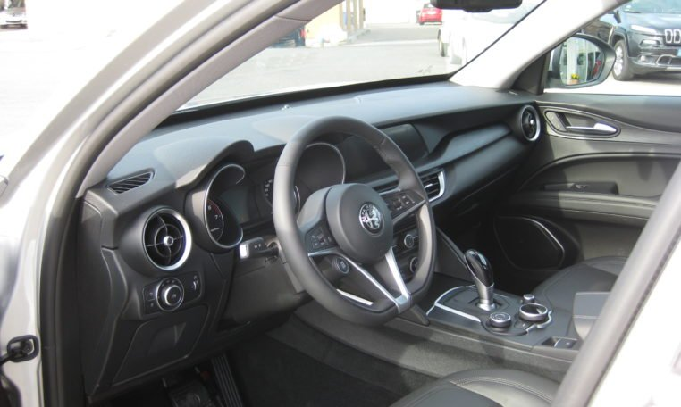 Alfa Stelvio Argento Grau Met 6