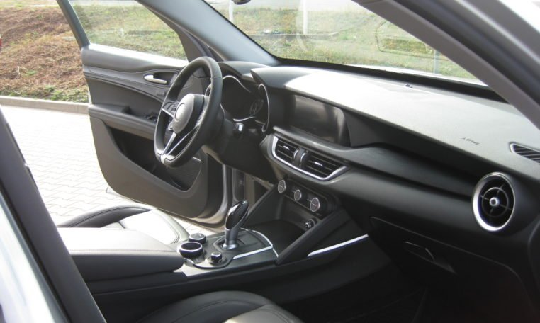 Alfa Stelvio Argento Grau Met 7